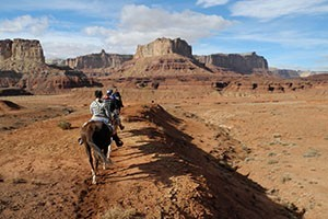 Hondoo Rivers & Trails :: We offer two types of rides, featuring camping & inn lodging. Trips range from 6 days & 5/6 nights, and include everything you need except personal clothing & accoutrements.